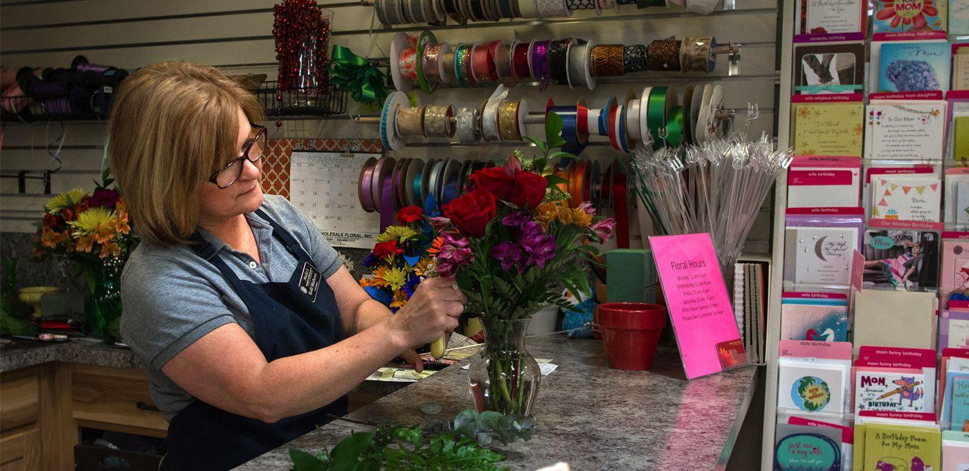 Custom Flowers   Mako's Market and Pharmacy